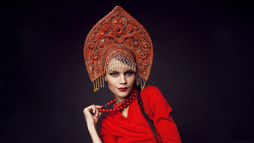 Russian-Womans-Head-Dress-Kokoshnik
